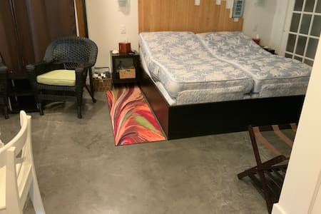 This apartment is on the ground floor. It is a studio apartment. There are no steps from one space to the other.