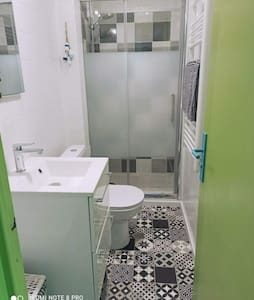 Salle de bain refaite à neuf .
