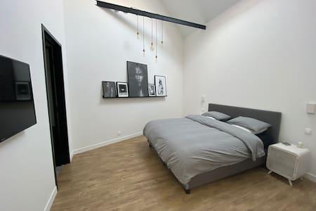 Допълнително пространство около леглото