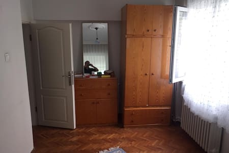 Odalara girişte yeterli genişlik mevcut.