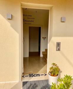 Dall'ingresso si accede direttamente alla camera