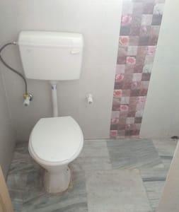 entire bathroom floor has same level