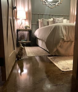 """Barrier free entry  to Rustic Hideaway Room. Door way is approximately 31"""" wide."""