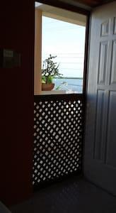 puerta de .85 mts de amplitud