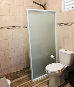 Very accesible, no steps to enter bathroom, toilet or shower