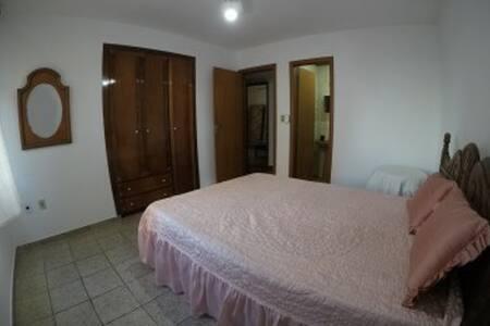 entrada suite e banheiro privado