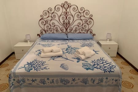 Không gian rộng rãi hơn xung quanh giường