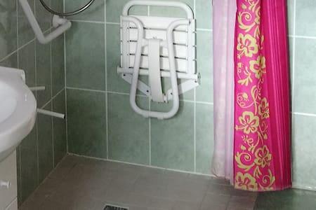Sprchová stolička
