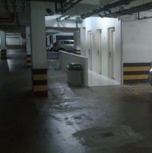 Acesso aos elevadores a partir da garagem