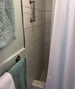 Поруччя в душовій