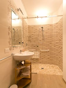 無台階淋浴間