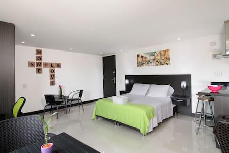 Este es un ejemplo de uno de nuestros apartamentos. An example of one of our apartments