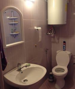 Megfelelő magasságú WC a mozgássérültek számára