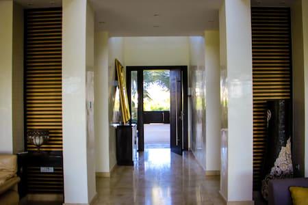 Breiter Eingang