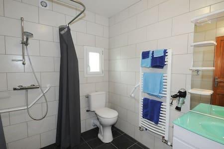 المساحة الإضافية حول المرحاض