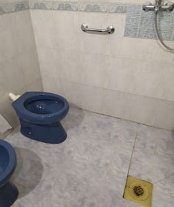 Extra viel Platz rund um die Toilette