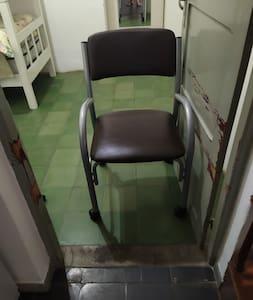 pasa una silla de ruedas perfectamente