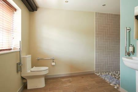 Spazio aggiuntivo intorno ai servizi igienici