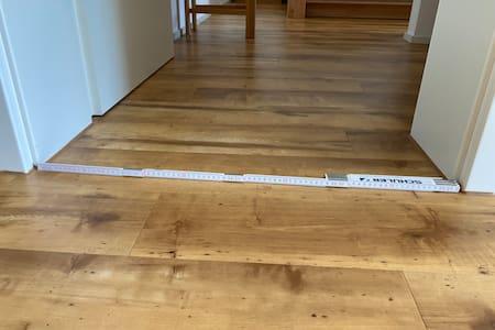 Tür zwischen Küche/ Wohnzimmer und Schlafzimmer, 81 cm breit
