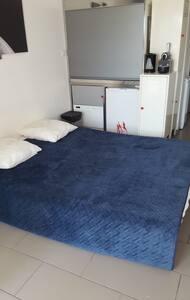 Un très grand canapé lit