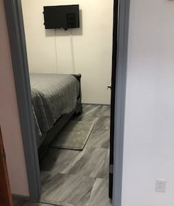 No steps to enter the bedroom. The doorway is 26 inches. The bed is 32 inches high from the ground.