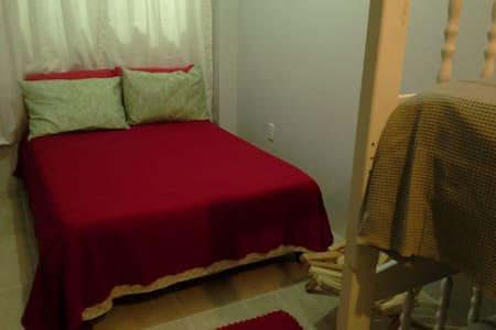 Ліжко, висота якого підходить для людей з особливими потребами