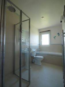 Дополнителен простор околу  WC-школката