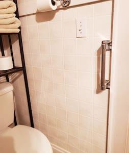 廁所配備固定安全扶手