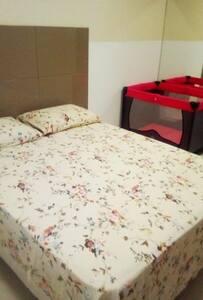 Suíte 01, cama casal, colchão adicional e berço !