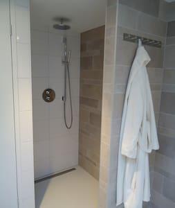 Shower without treshold / Instap douche zonder drempel