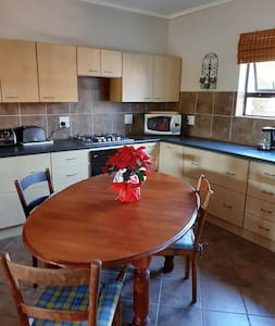 Open plan kitchen. Fully equipped.