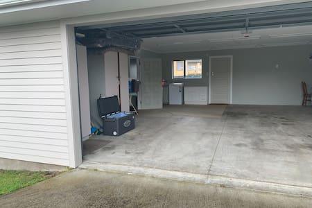 Laundry in garage plenty of room
