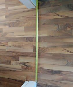 makuuhuoneen oviaukko on 89,5 cm