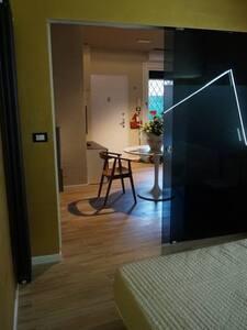 Larghezza porta di 1,2 metri.