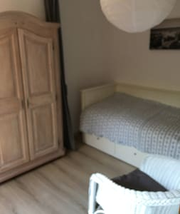 Grote ruime 1 persoons slaap kamer