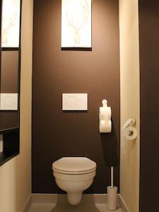 トイレ周辺に広いスペースあり
