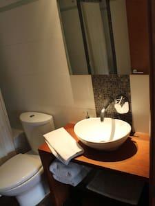 Туалет, висота якого підходить для людей з особливими потребами