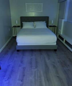 Extra ruimte rondom bed