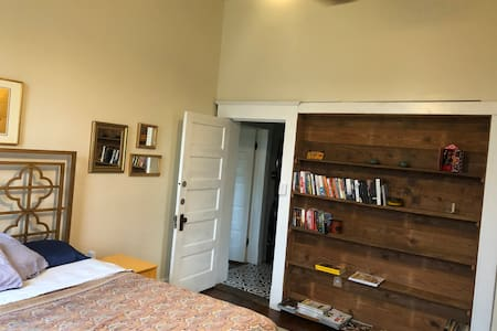 Entry way to front bedroom.