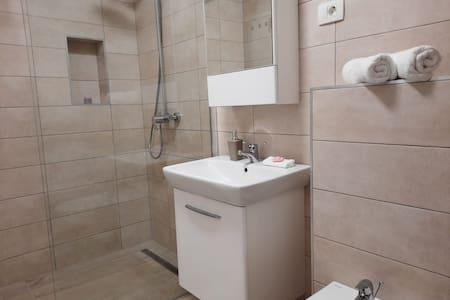 Buồng tắm vòi sen không có bậc