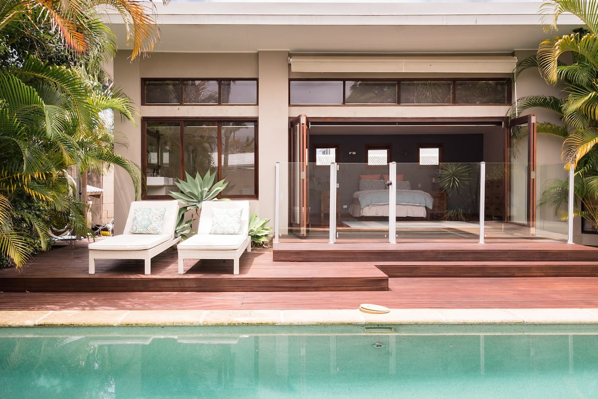 Broadbeach, Relaxed, Stylish Home with Swimming Pool