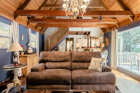 Superhost Cozy Cabin Next To Village & Lake Trail