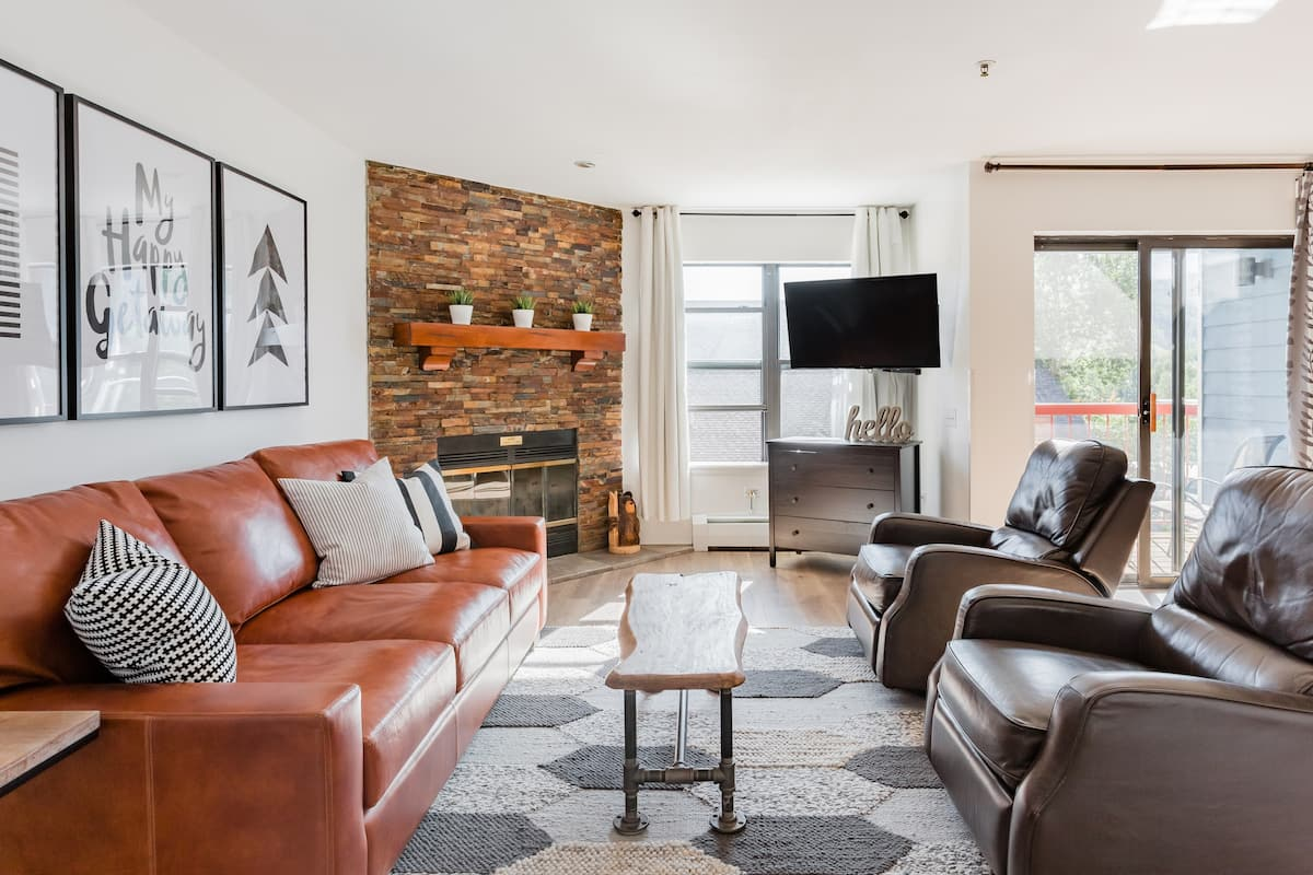 Stunning Condo In the Heart of Downtown > Plus Ski-in