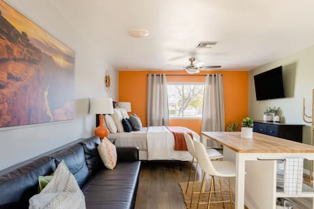 Tempes Sweet Suite With Private Entrance Near Downtown Tempe