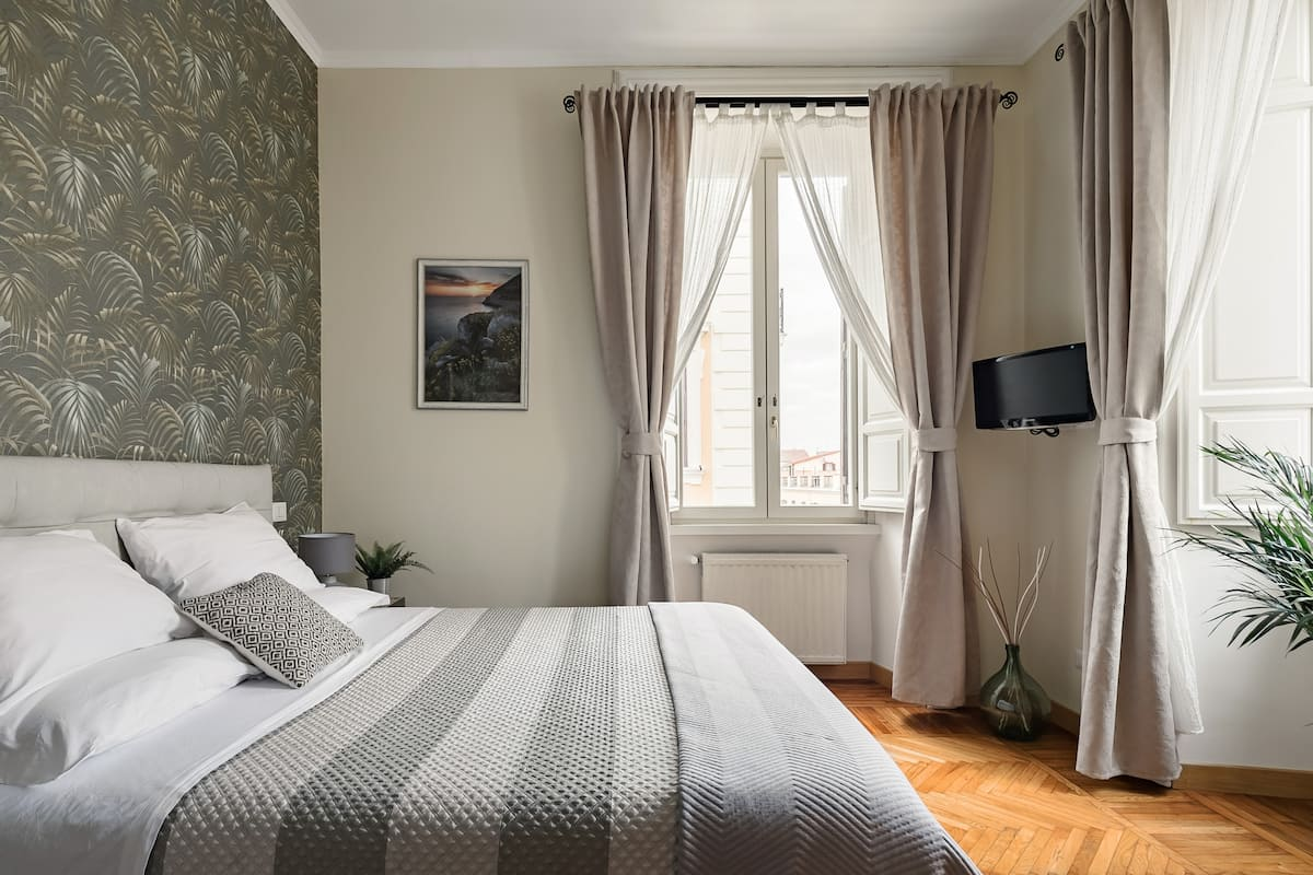 Explore Rome by Foot and Metro from an Historic Pied A Terre