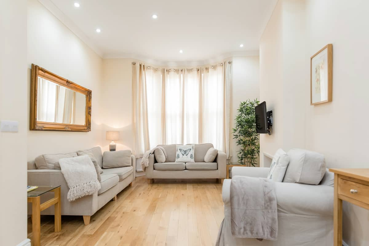 Expansive Townhouse in Heart of Fashionable Fulham