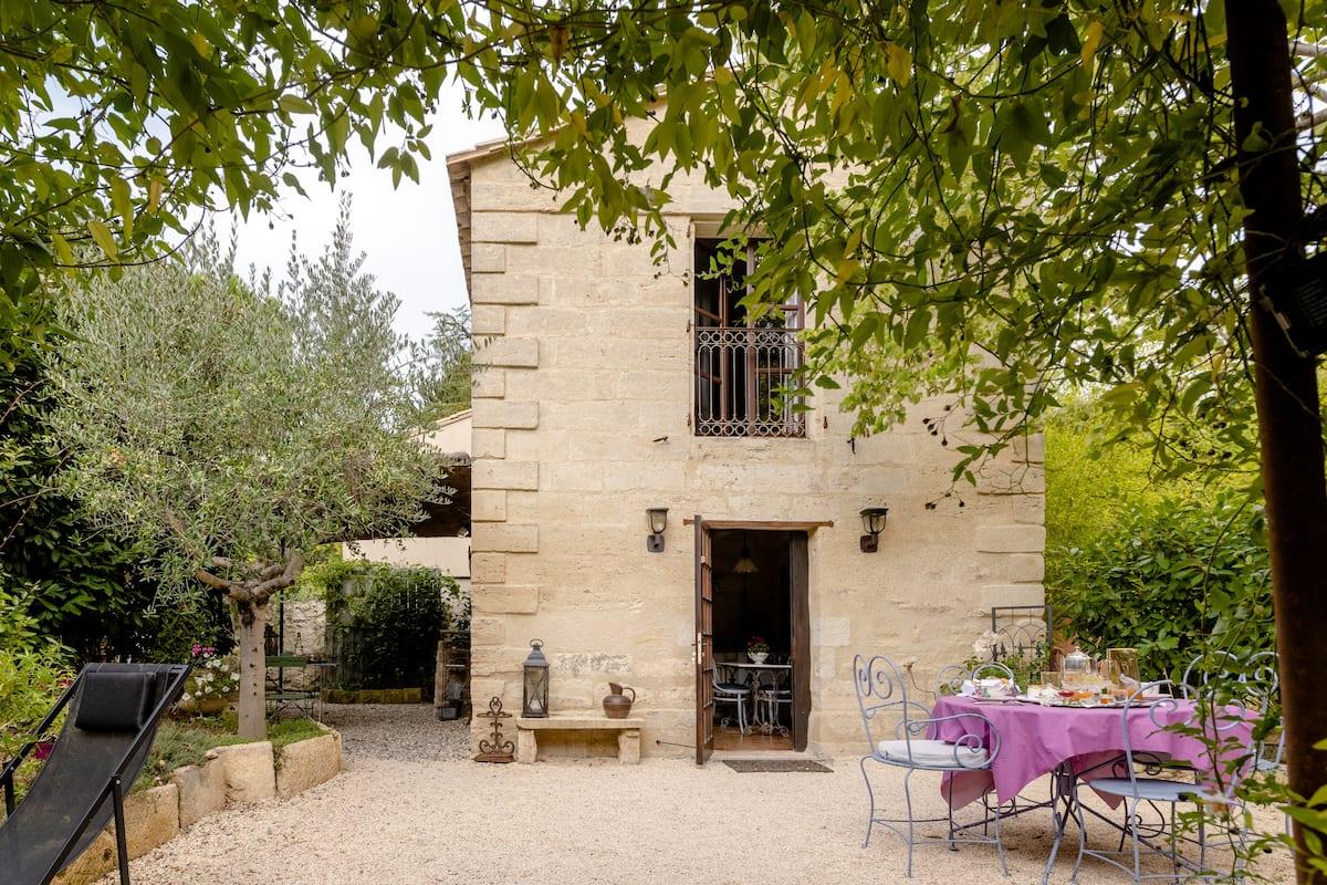 Le Mazet authentique à Uzès petite maison de charme au cœur du Gard provençal.