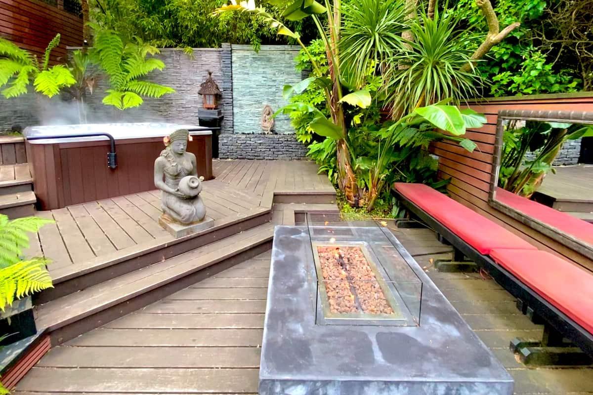 Sanitized Retreat & Hot Tub in Lush Garden/Zen & High-Tech