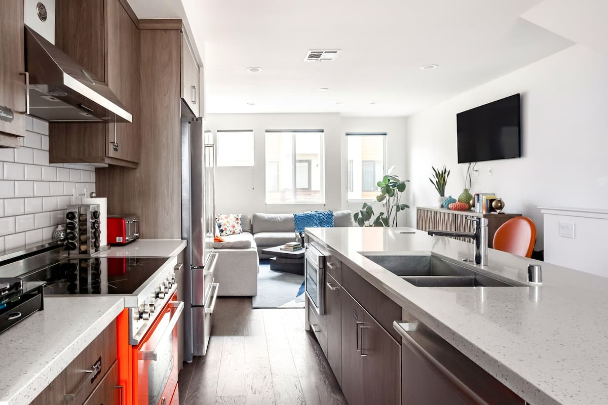 Modern Living at Tech-Forward Townhouse