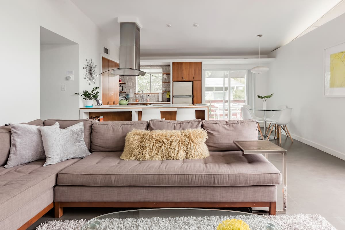 Quiet Mid Century Modern Retreat with Patio and Yard